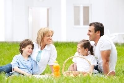 Happy smiling family having picnic outdoor.[url=http://www.istockphoto.com/search/lightbox/9786778][img]http://img143.imageshack.us/img143/364/familyyv.jpg[/img][/url][url=http://www.istockphoto.com/search/lightbox/9786750][img]http://img291.imageshack.us/img291/2613/summerc.jpg[/img][/url]